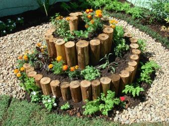 Espiral de ervas, hortaliças frutas e flores